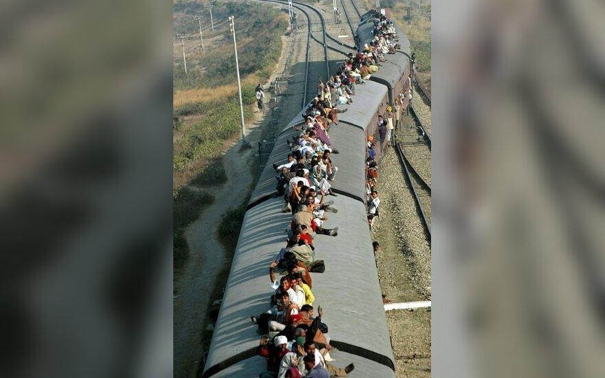 Maoistai Indijoje užgrobė traukinį