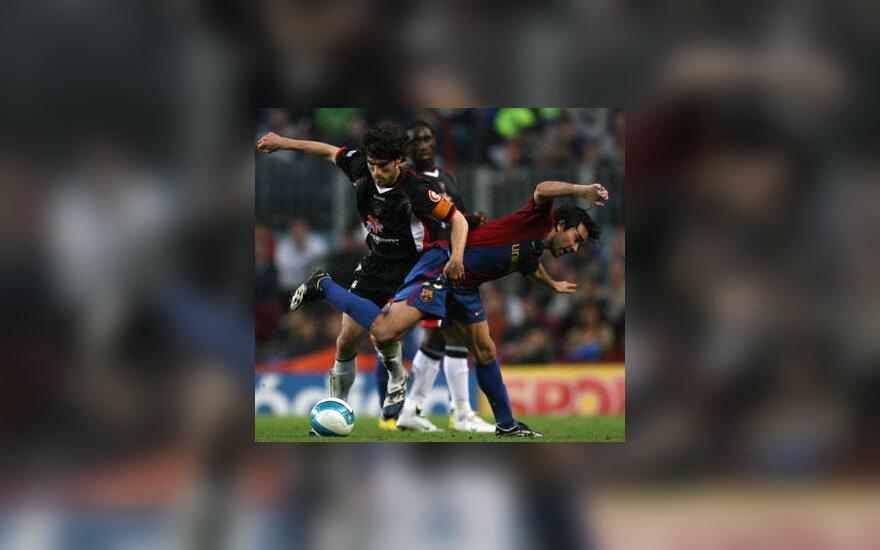 "Deco (""Barcelona"") griaunamas ant žolės"