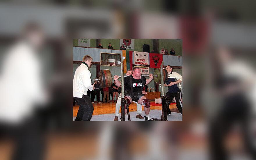 Žydrūnas Savickas Pasvalyje iškėlė 425,5 kg