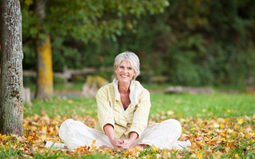 Geriausias vaistas nuo nemigos menopauzės metu – joga