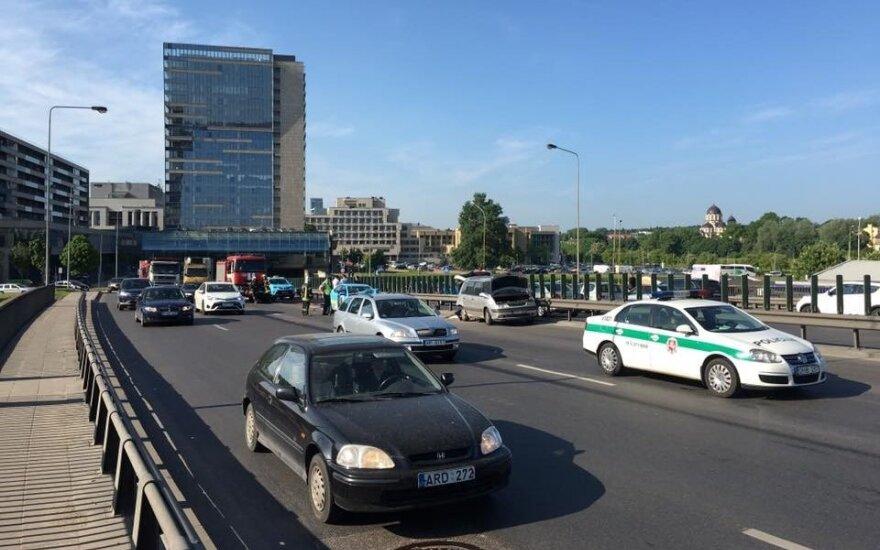 Avarija ir spūstis Vilniaus Geležinio vilko gatvėje