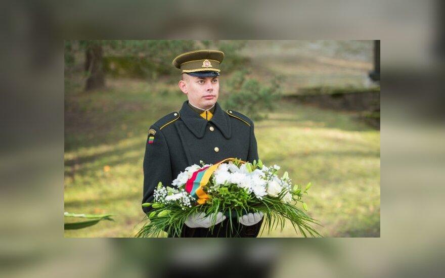 Visų Šventųjų dienos išvakarėse Prezidento vardu padėta gėlių