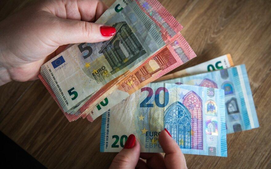 """""""Swedbank"""": Lietuva atsigauna greičiau nei Baltijos kaimynės"""