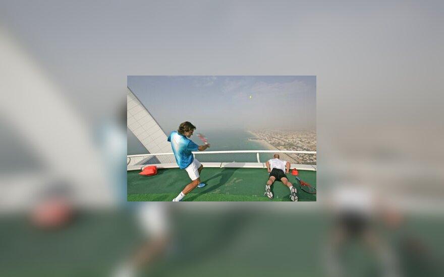 """R.Federeris ir A.Agassi žaidė tenisą """"danguje"""""""