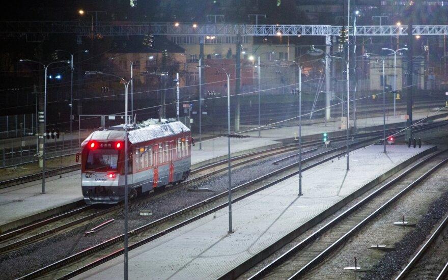 Dėl šilumvežio gedimo vėlavo traukiniai