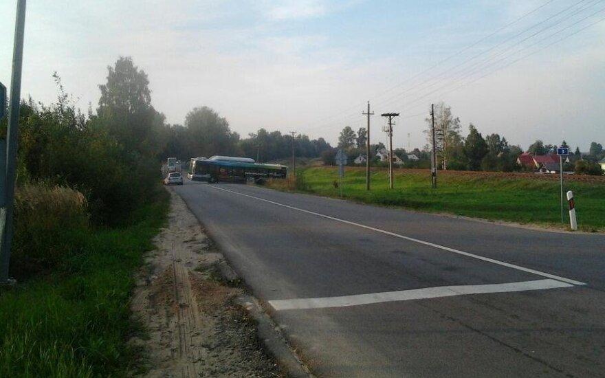 Keleivė pasipiktino autobuso vairuotojos elgesiu