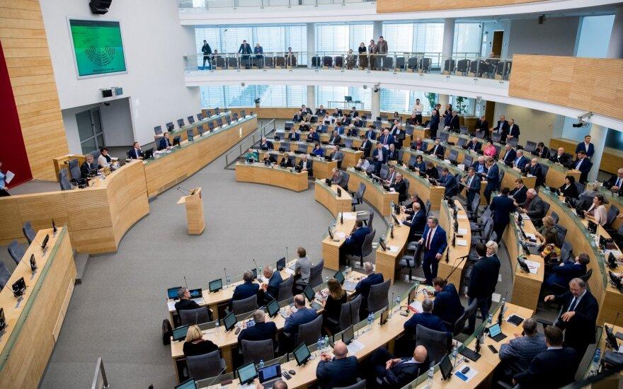Dalis Kovo 11-osios renginių perkelti į gegužę, Seimo plenariniai posėdžiai vyks