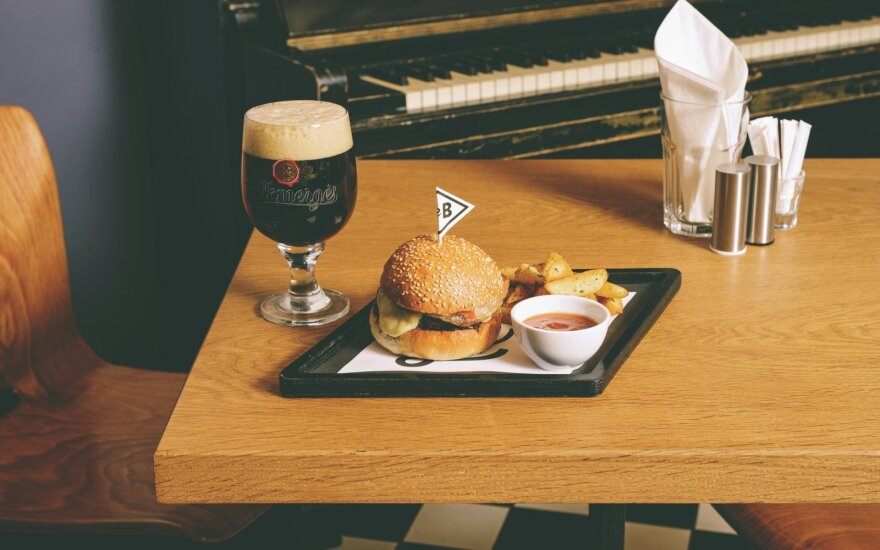 How about a fancy <em>Le</em> Burger for <em>le</em> lunch?