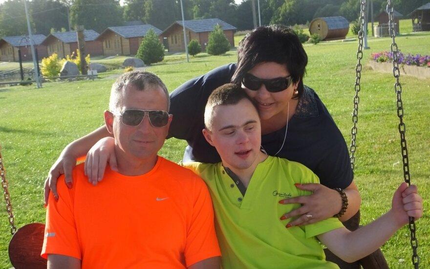 D. Budrienė su šeima