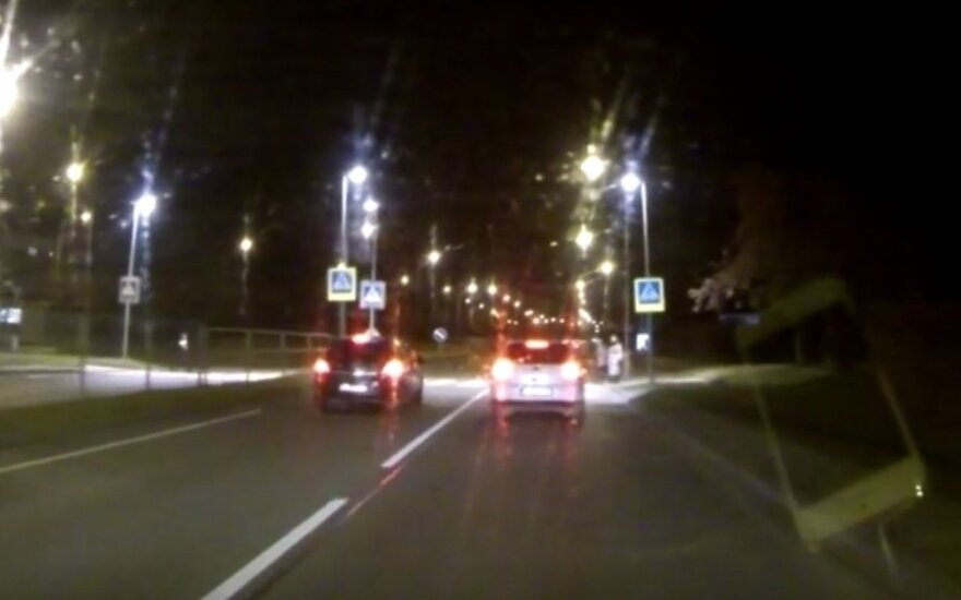 Nufilmavo įžūlaus vairuotojo elgesį: tikrai pamaniau, kad įvyks kažkas negero