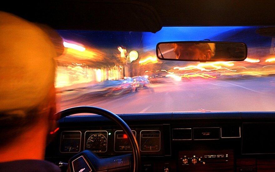 Vairavimas naktį: dalykai, kuriuos privalo žinoti kiekvienas