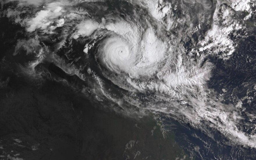 Prie Australijos šiaurinės pakrantės artinasi du galingi ciklonai