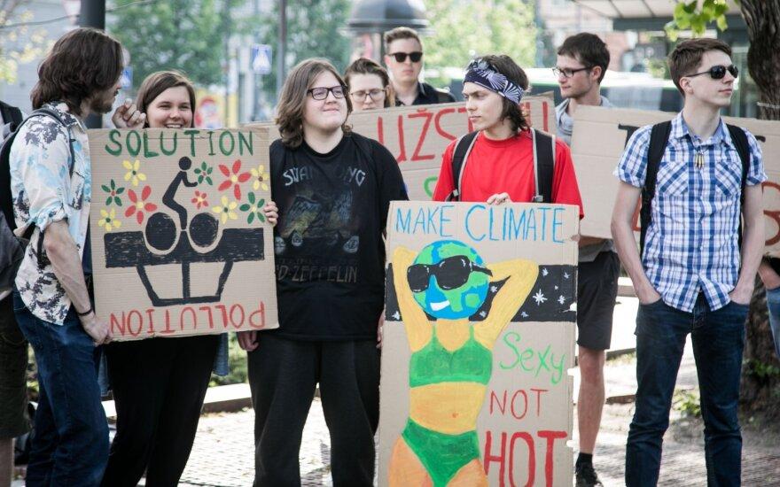"""Europos Parlamentas nubalsavo skelbti """"ypatingąją klimato padėtį"""""""