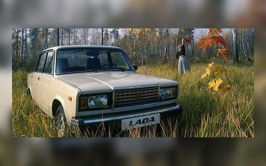 """Nutraukta pigiausio Rusijos automobilio """"Lada 2105"""" gamyba"""