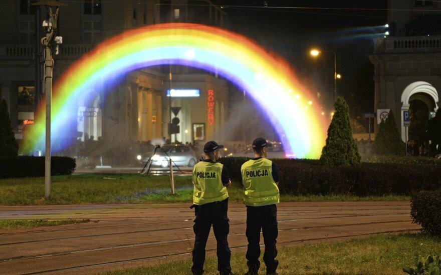 Lenkijoje konservatyvumui priešinamasi gėjų paradais ir vaivorykštiniu menu