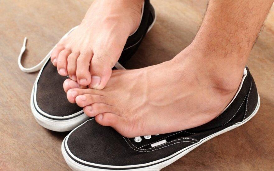 Artėjant basučių sezonui: kaip susitvarkyti su kojų nagų grybeliu