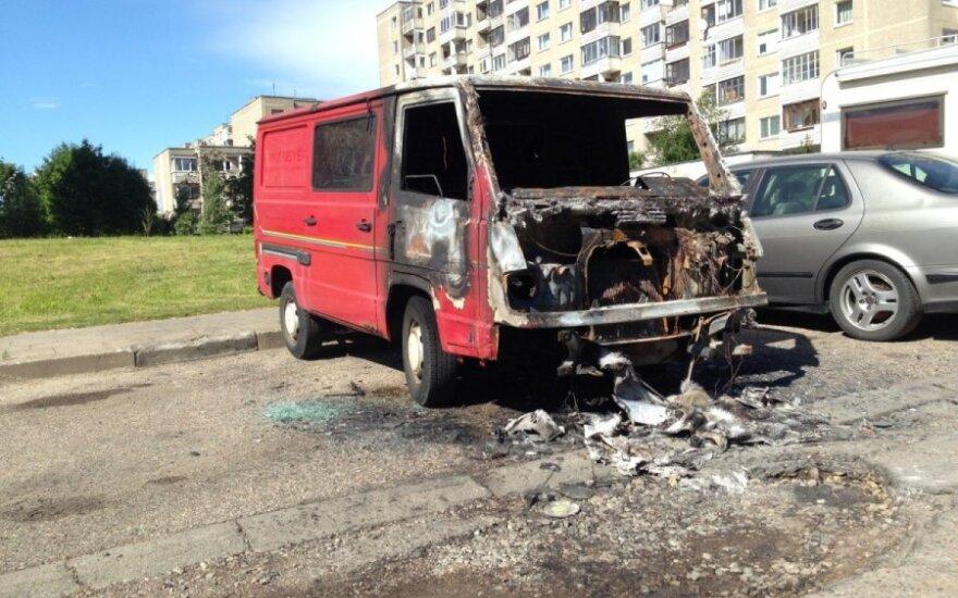 Sudegęs Mercedes mikroautobusas