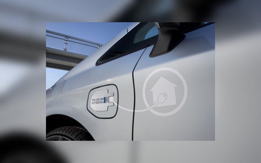 Sukurtas bevielis elektromobilių ir hibridų kroviklis