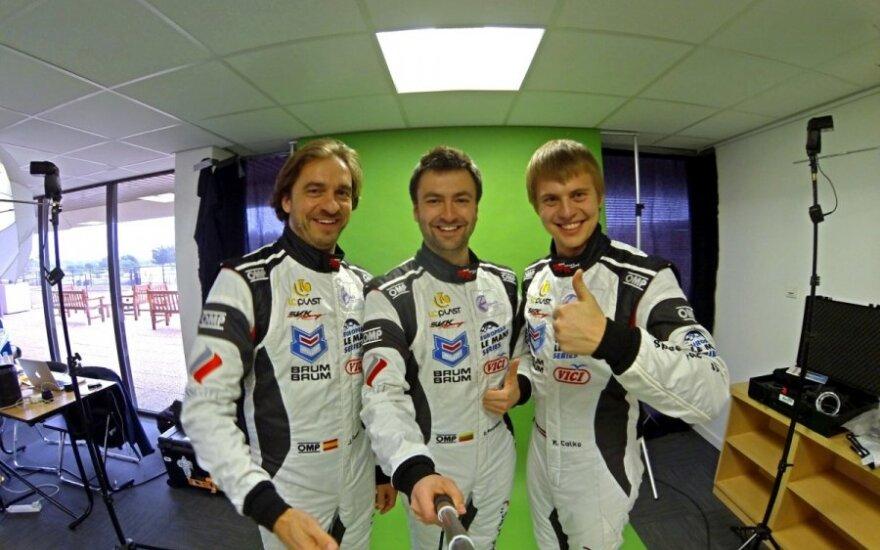 Dainius Matijošaitis (viduryje) su kolegomis