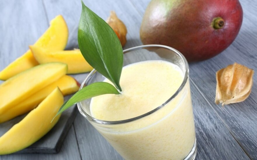 Gaivinantis mangų ir bananų kokteilis