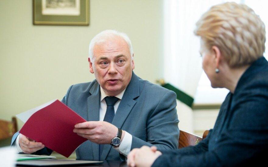 """Dailis Alfonsas Barakauskas paskutinę savo darbo dieną 1 min. Lt skyrė su """"tvarkiečiais"""" siejamos įmonės vykdomam projektui"""