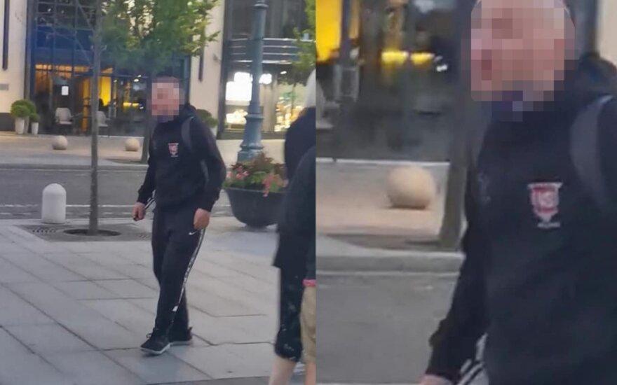 Vilniaus centre nufilmavo baisų išpuolį: agresyvus vyras užsipuolė merginas ir grasino replėmis