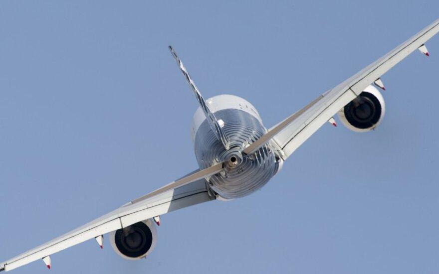 """""""Airbus"""" pelnas sumažėjo perpus"""