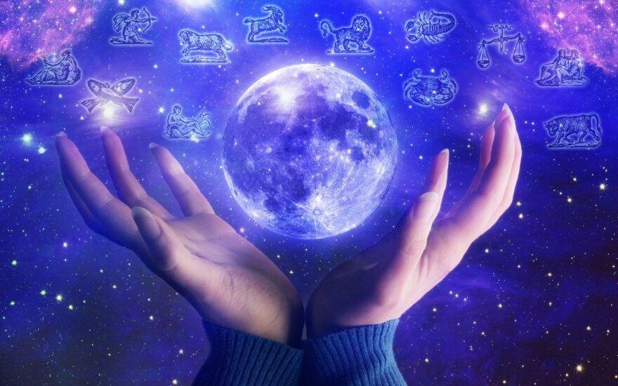 Astrologės Lolitos prognozė sausio 7 d.: kontrastingo astrologinio fono diena