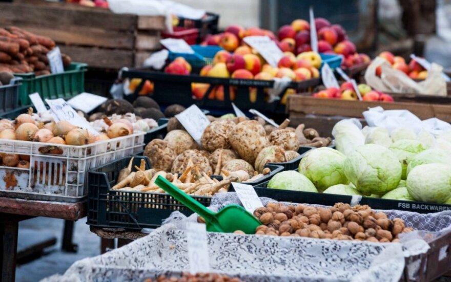 Vaisiai ir daržovės Kalvarijų turguje