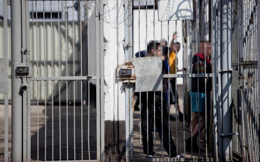 Kaliniai nenusileidžia: zonoje visi vaikšto kaip teletabiai, bet protestai – tik pradžia