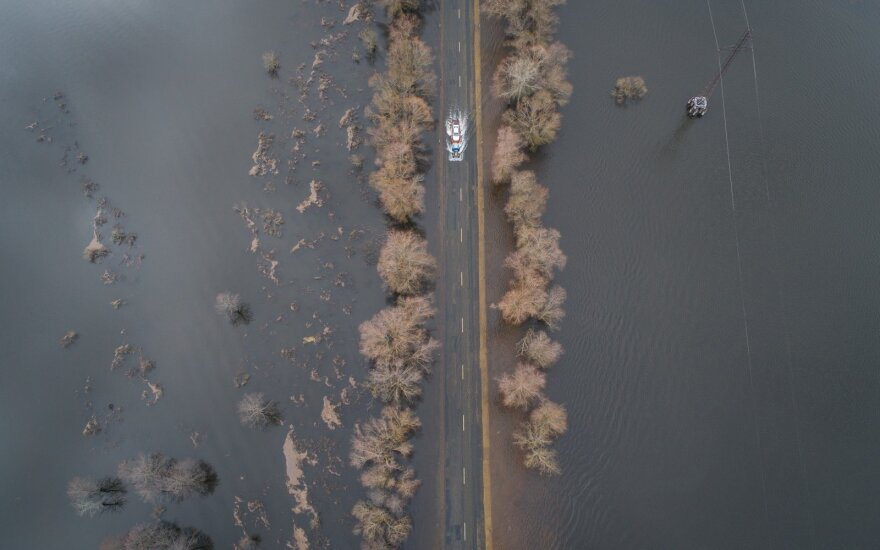 Išgyventi potvynį pamario gyventojams padės kariai