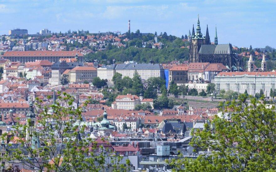 Čekija netikėtai atšaukė dėl epidemijos paskelbtus karantino ribojimus