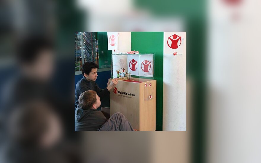 """""""Gelbėkit vaikus/ Save the Children Lithuania""""  aukų dėžutė"""