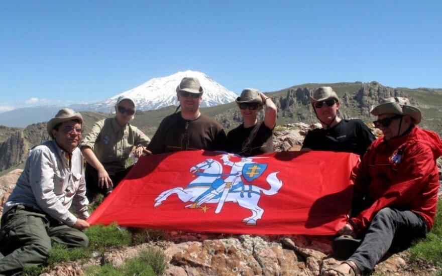 Amber Route BC ekspedicija, Araratas