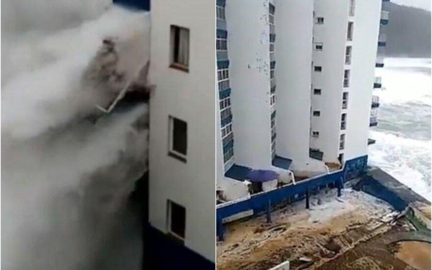 Lietuvių pamėgtoje saloje – galinga stichija: bangos tiesiog nušlavė apartamentų balkonus