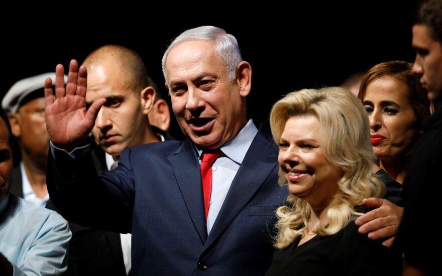 Izraelio premjero žmonai pareikšti kaltinimai valstybės lėšų švaistymu