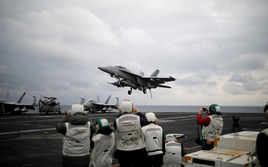Pietų Korėja ir JAV sumažins bendrų karinių pratybų mastą