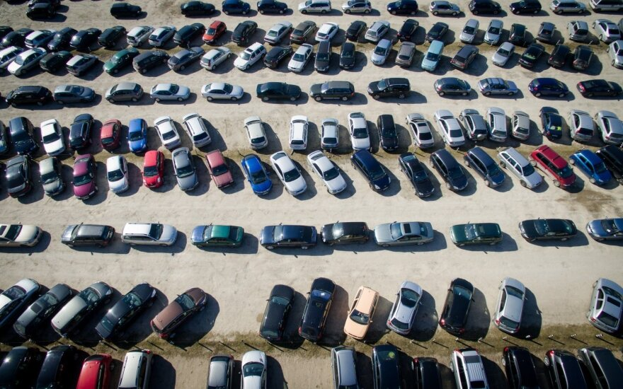 Iš pykčio neranda vietos: be savininkės žinios pardavė aikštelėje saugotą automobilį