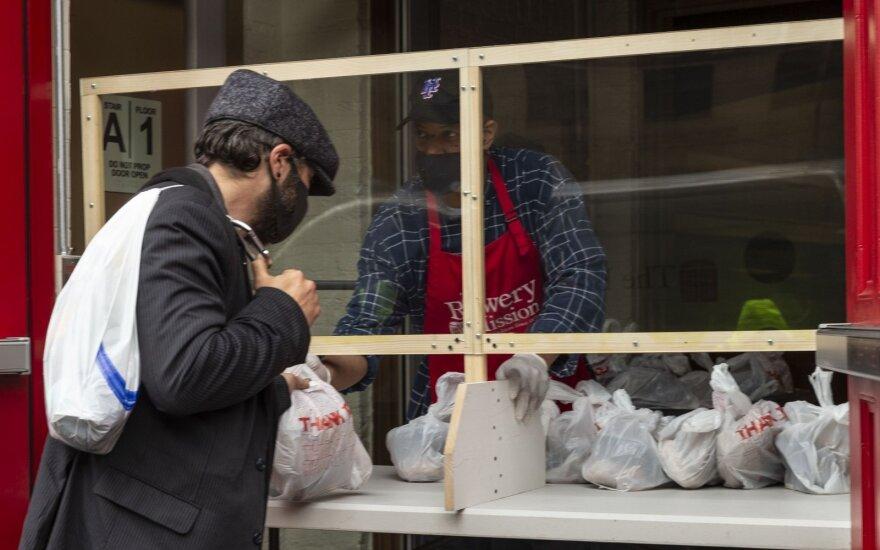 Europoje eilėse prie duonos atsiranda naujų veidų, įspėjančių apie artėjančią krizę