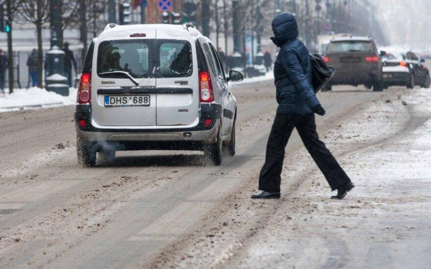 Ignalinos ir Pakruojo rajonų keliuose susiformavo plikledis