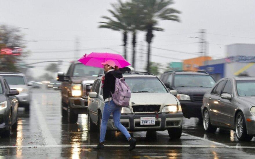 Kaliforniją toliau talžo sniegas ir lietus