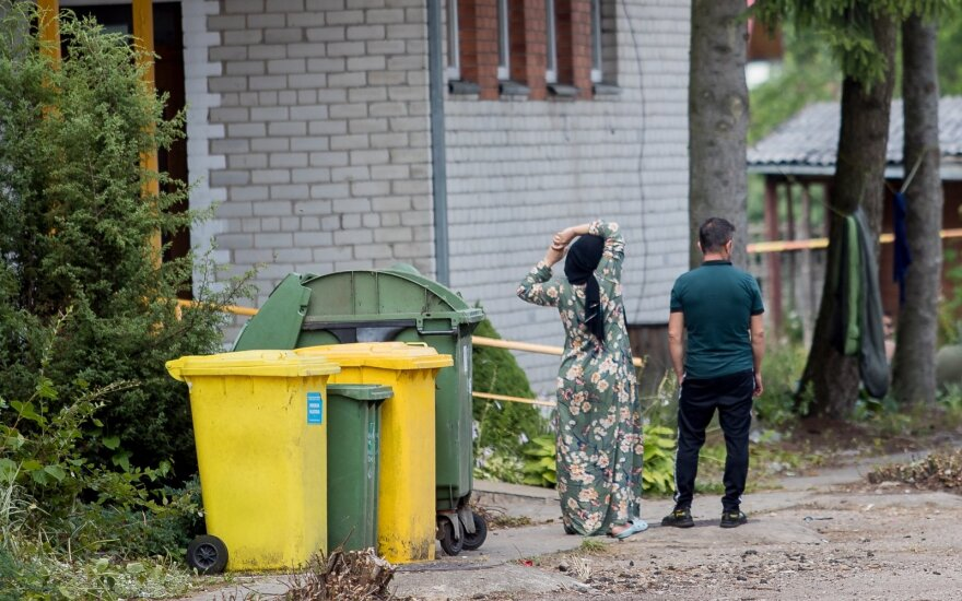 Ignalinoje neteisėti migrantai jau kelia neramumų: atsisako valgyti, vieną merginą teko išvežti kitur