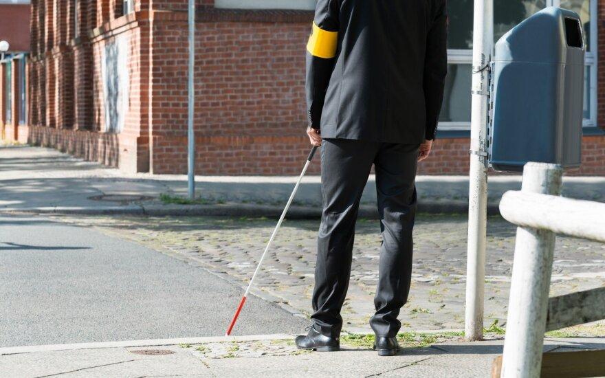 Aklas vyras, savarankiškai aplankęs 125 šalis, siekia apkeliauti visą pasaulį