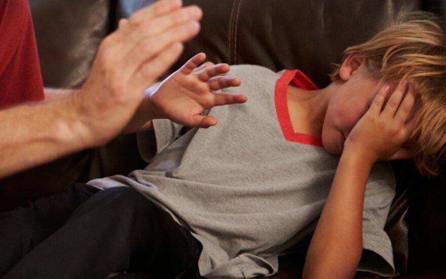 smurtas prieš vaikus, prievarta, pedofilija, agresija, našlaitis, nuskriaustas