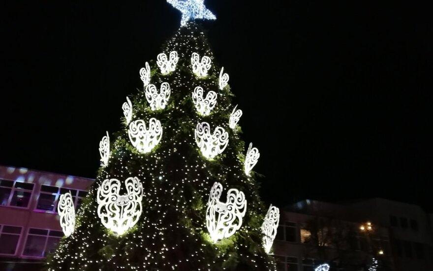 Kalėdų eglė Alytuje įžiebta su įspūdinga fejerija
