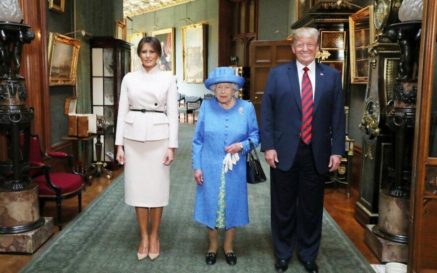 Karalienė Elžbieta II susitiko su Donaldu Trumpu ir Melania Trump