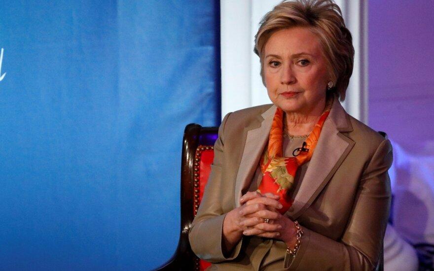 Clinton: rinkimai – šansas sutrukdyti Trumpo administracijos atakoms prieš demokratiją