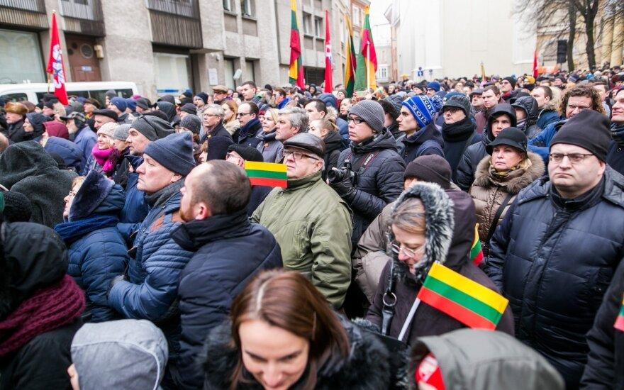 Nusivylė Baltijos vėliavų pakėlimo ceremonija – pasidžiaugti švente pavyko ne visiems