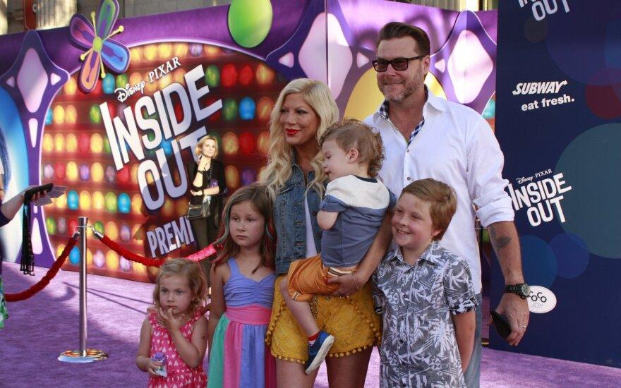 Deanas McDermottas ir Tori Spelling su savo vaikais