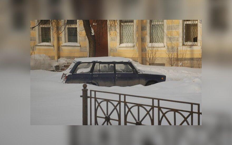 Apsnigta mašina, automobilis, žiema